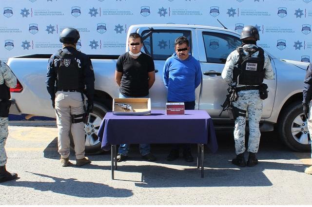 Detienen a 2 en Puebla por robarse una camioneta Hilux