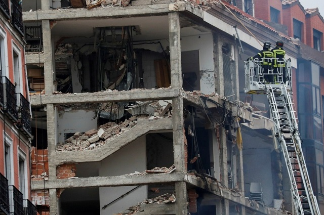 Explosión por gas cimbra centro de Madrid; 3 muertos