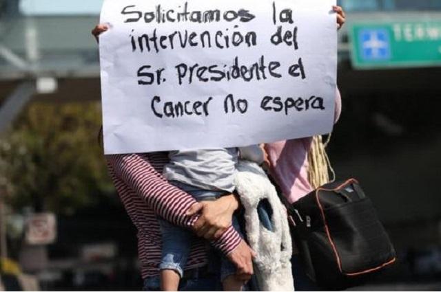 Padres exigen medicinas contra el cáncer; diputados van contra Gatell