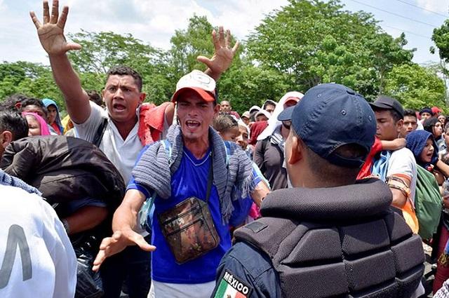 Suspenden a 2 agentes del INM por golpiza a migrantes