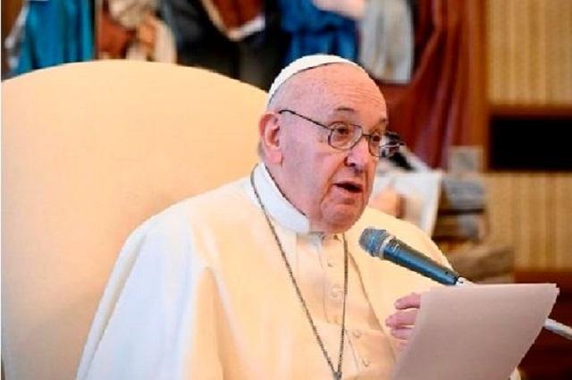 Ingresa el Papa al hospital para ser operado del intestino grueso