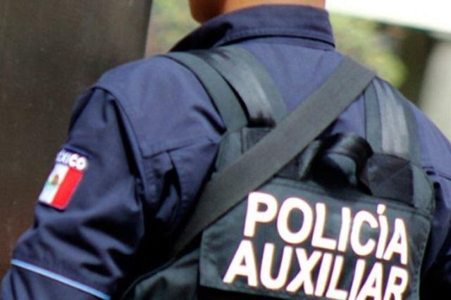Policía Auxiliar recibe tres balazos con su propia arma