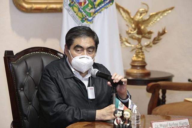 Pese a queja, Barbosa tuvo que informar de vacunación al INE