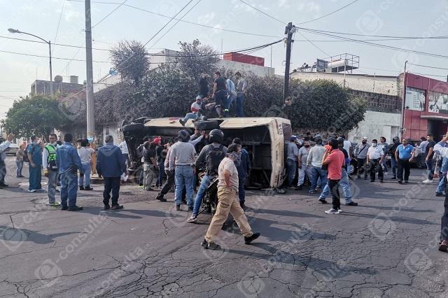 Chocan a micro ruta 76 y dejan 25 heridos en colonia Azcárate