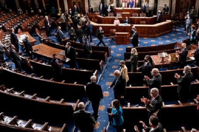 Senadores declaran constitucional el juicio político contra Trump