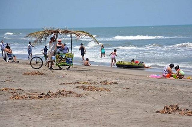 Pese a prohibición por Covid, abarrotan playas en Tabasco