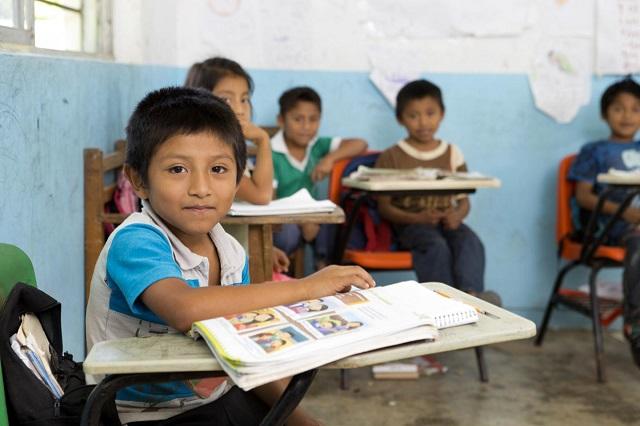 Entrega SEP más de 10 mil becas en zonas marginadas de Puebla