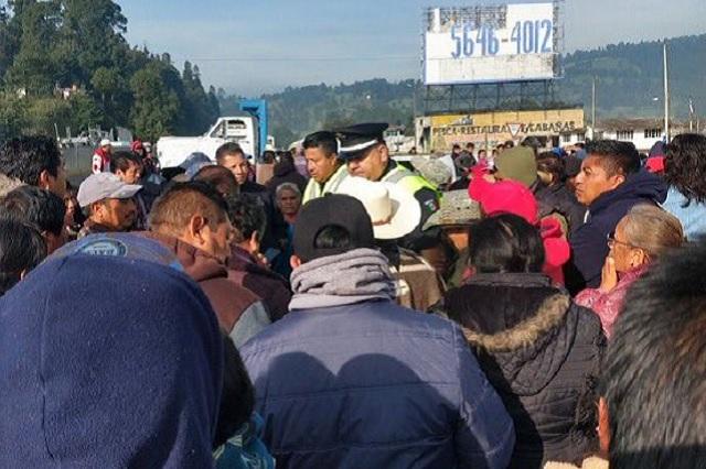 Ejidatarios bloquean totalmente la carretera México-Puebla