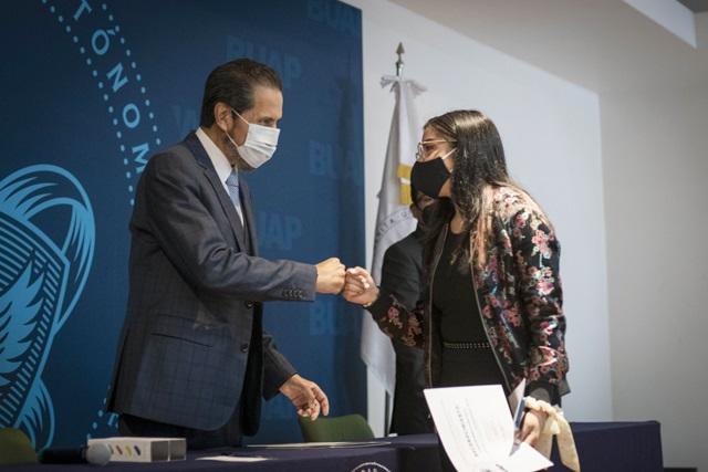 Reconoce rector BUAP a ganadores de #EmprendeBUAP en prepas