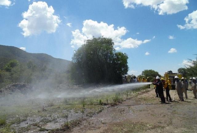Capacita Cruz Azul a su personal en combate forestal