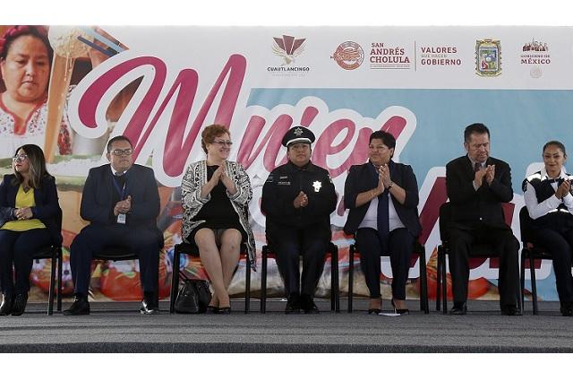 Karina Pérez Popoca inauguró el foro Mujer con Valor
