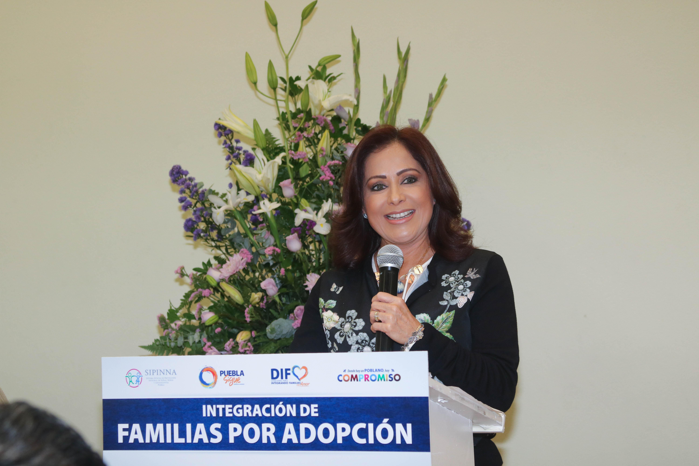 Dinorah López de Gali integra a 14 menores a familias adoptivas