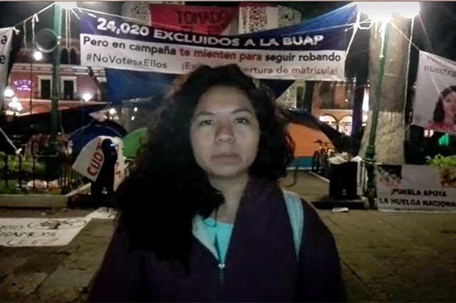Denuncian hostigamiento en plantón de colectivos universitarios