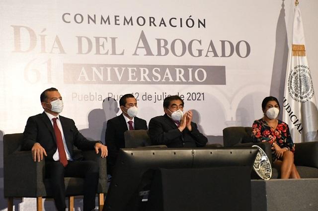 Demanda Barbosa devolver ética a la profesión de abogado