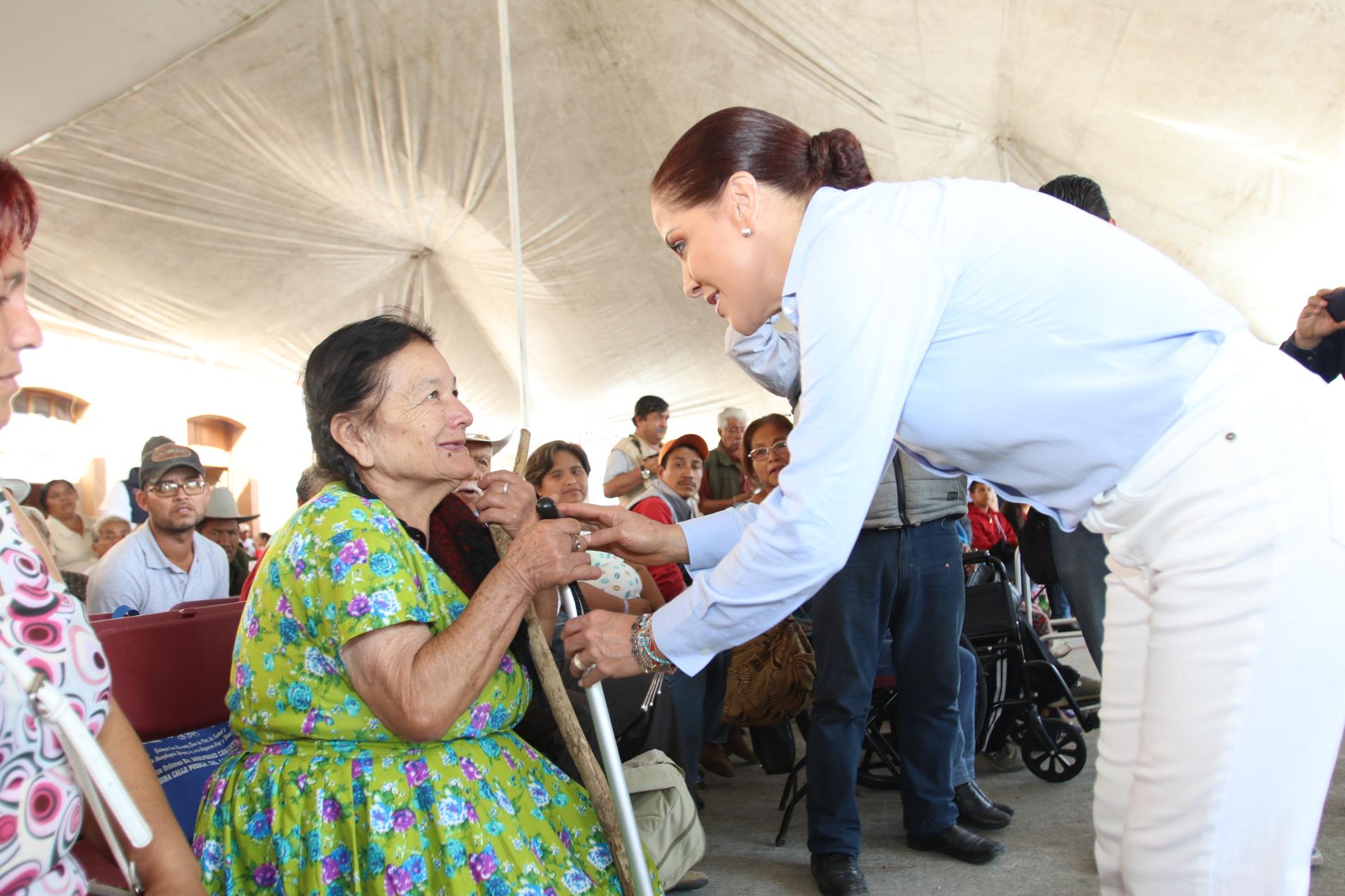 Seguridad alimentaria garantiza SEDIF a familias en Tlacuilotepec