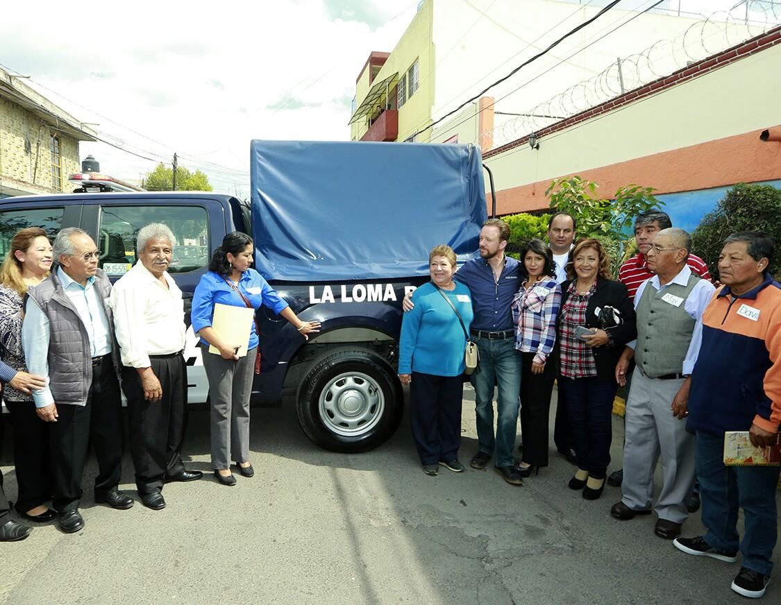 Entrega alcalde Banck patrulla a vecinos  de la colonia La Loma