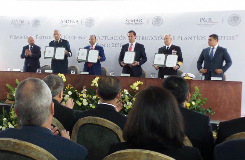 Fiscal asiste a firma de protocolo contra plantíos Ilícitos