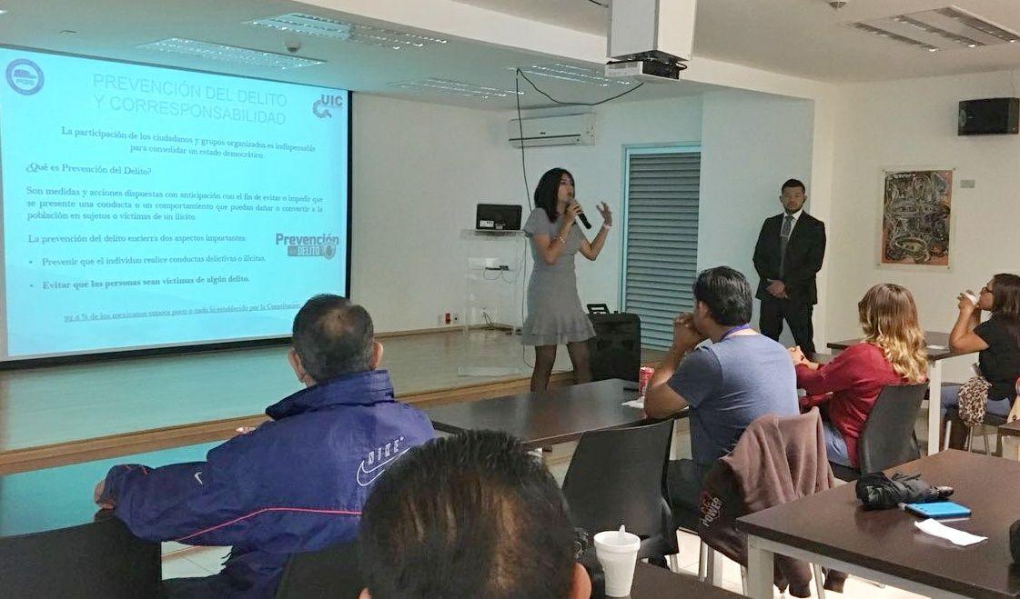 Capacita la FGE en seguridad a conductores de Uber en Puebla