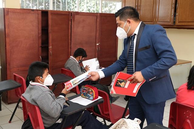Entregan 95% de libros de texto gratuitos en escuelas de Puebla