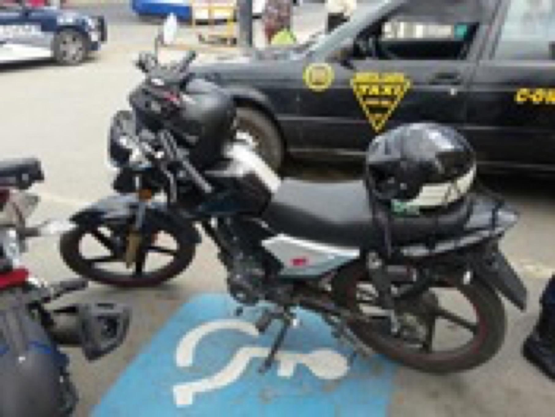 Policía Estatal asegura a tres hombres con vehículos robados