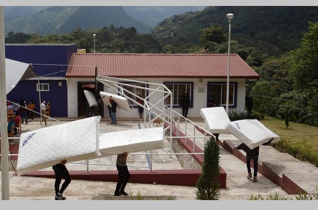 SEDIF entrega colchones en albergues indígenas del estado