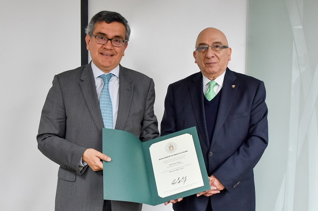 Embajador de Perú charla con alumnos UDLAP sobre la relación con México