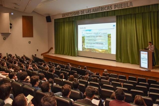 Analizan sistemas inteligentes en conferencia internacional UDLAP