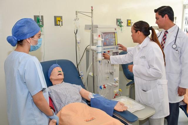 Abren UDLAP y Stella laboratorio y capacitan en nefrología