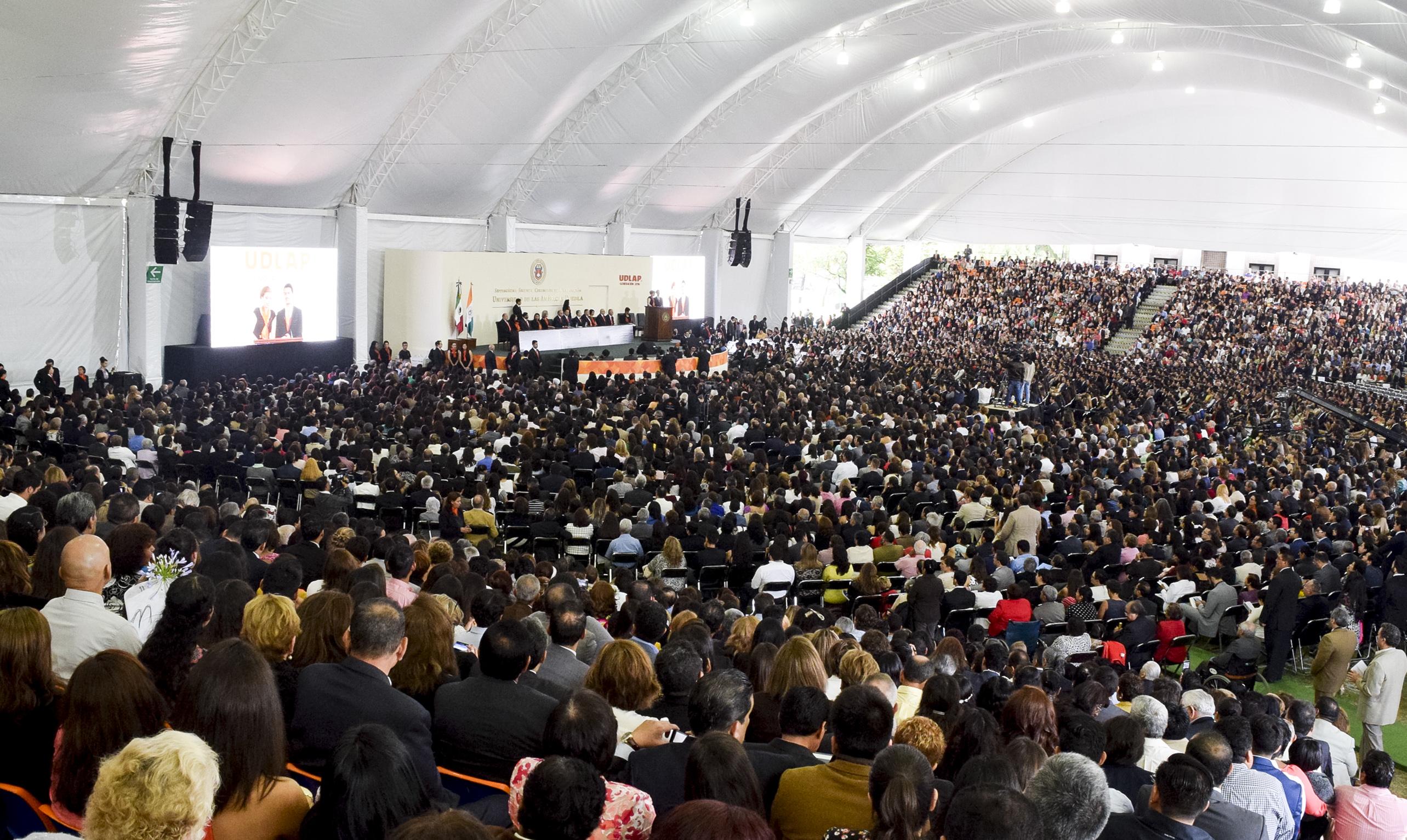 UDLAP gradúa a la generación más numerosa de su historia