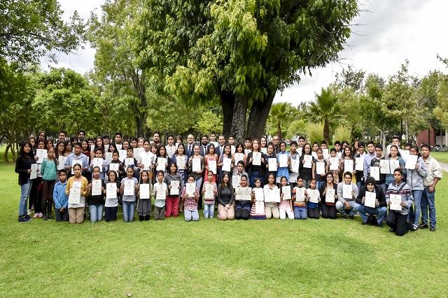 Participan 128 escolares en programa de acercamiento a la ciencia