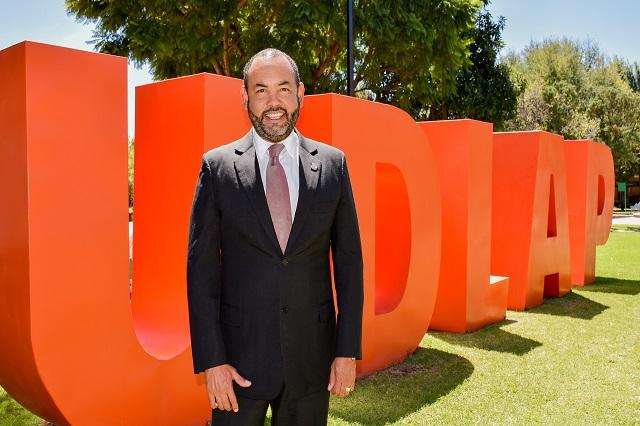 Directivo UDLAP recibe Premio HITEC como ptrofesional latino muy influyente