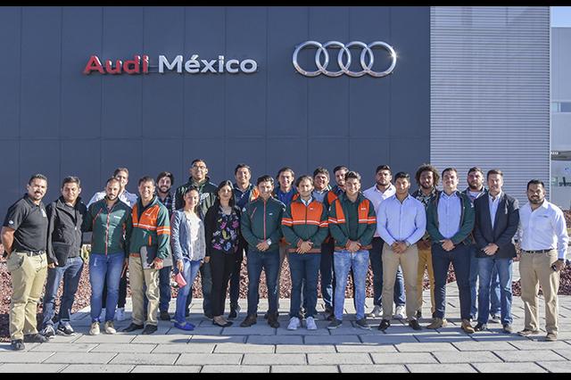 Intercambian experiencias de equipo Aztecas UDLAP y Audi México