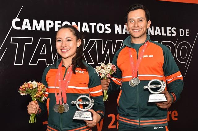 Logra UDLAP dos trofeos más en Campeonato Nacional de Taekwondo