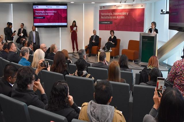 Roberta Jacobson y Carmen Aristegui en UDLAP Jenkins Graduate School