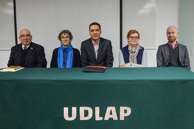 Presentan en UDLAP libro sobre relaciones internacionales