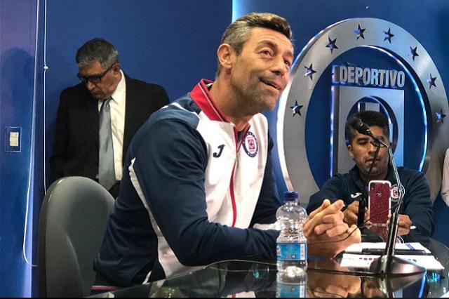Caixinha sigue en Cruz Azul y manda por un tubo a las fake news