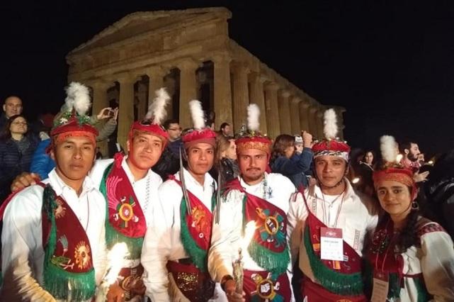 La danza de Los Voladores de Cuetzalan, surca el cielo italiano