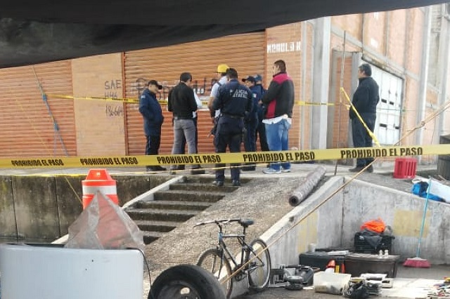 Hallan cadáver de mujer en bodega del mercado de Tepeaca