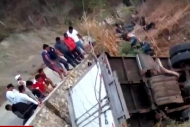 Volcadura de camión en Chiapas deja un saldo de 25 migrantes muertos