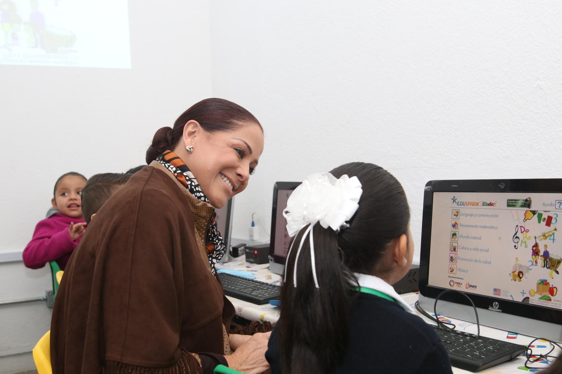 Inaugura Dinorah López de Gali aula de medios en preescolar