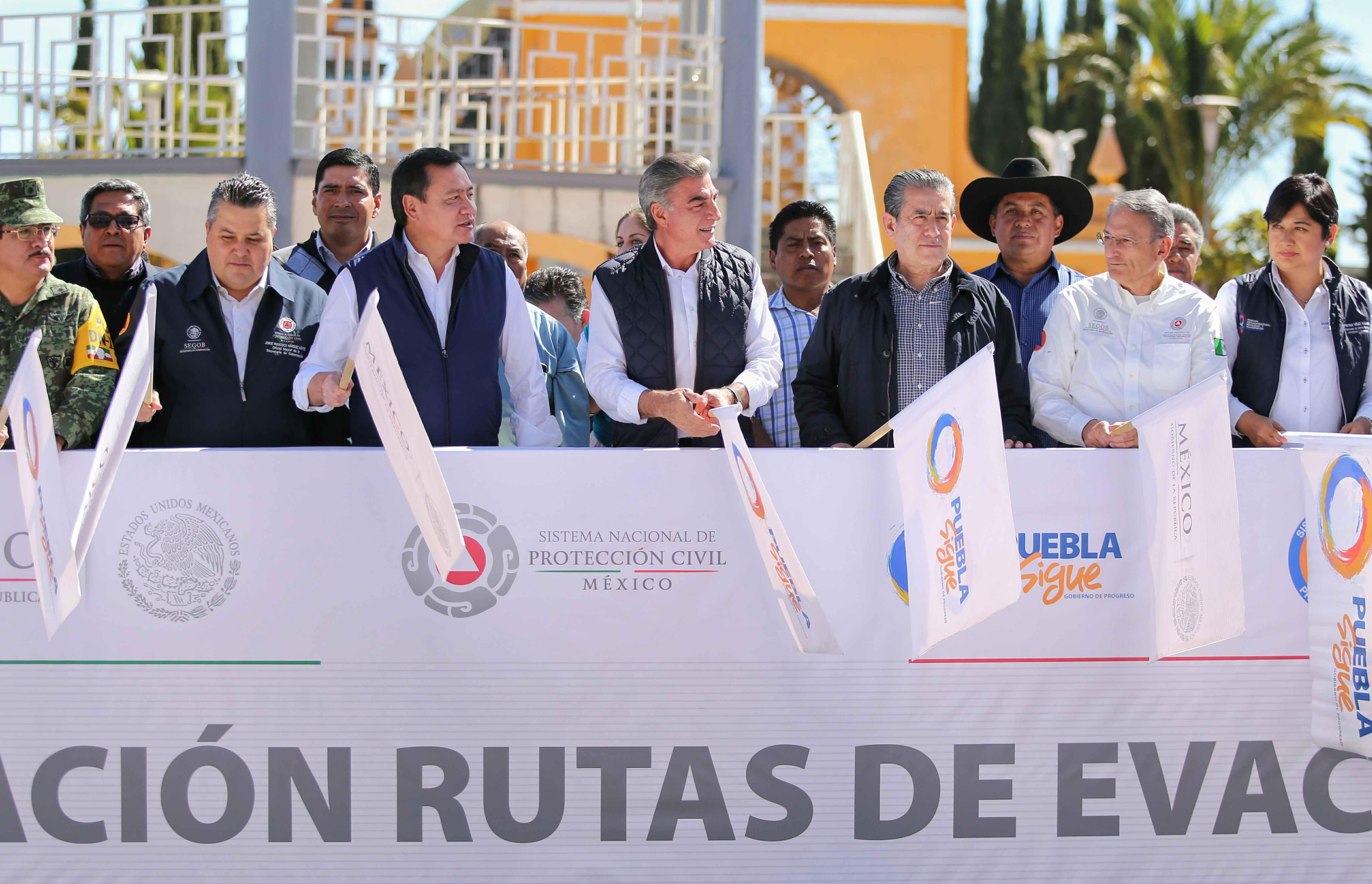 Osorio Chong y Gali inician conservación de rutas del Popocatépetl