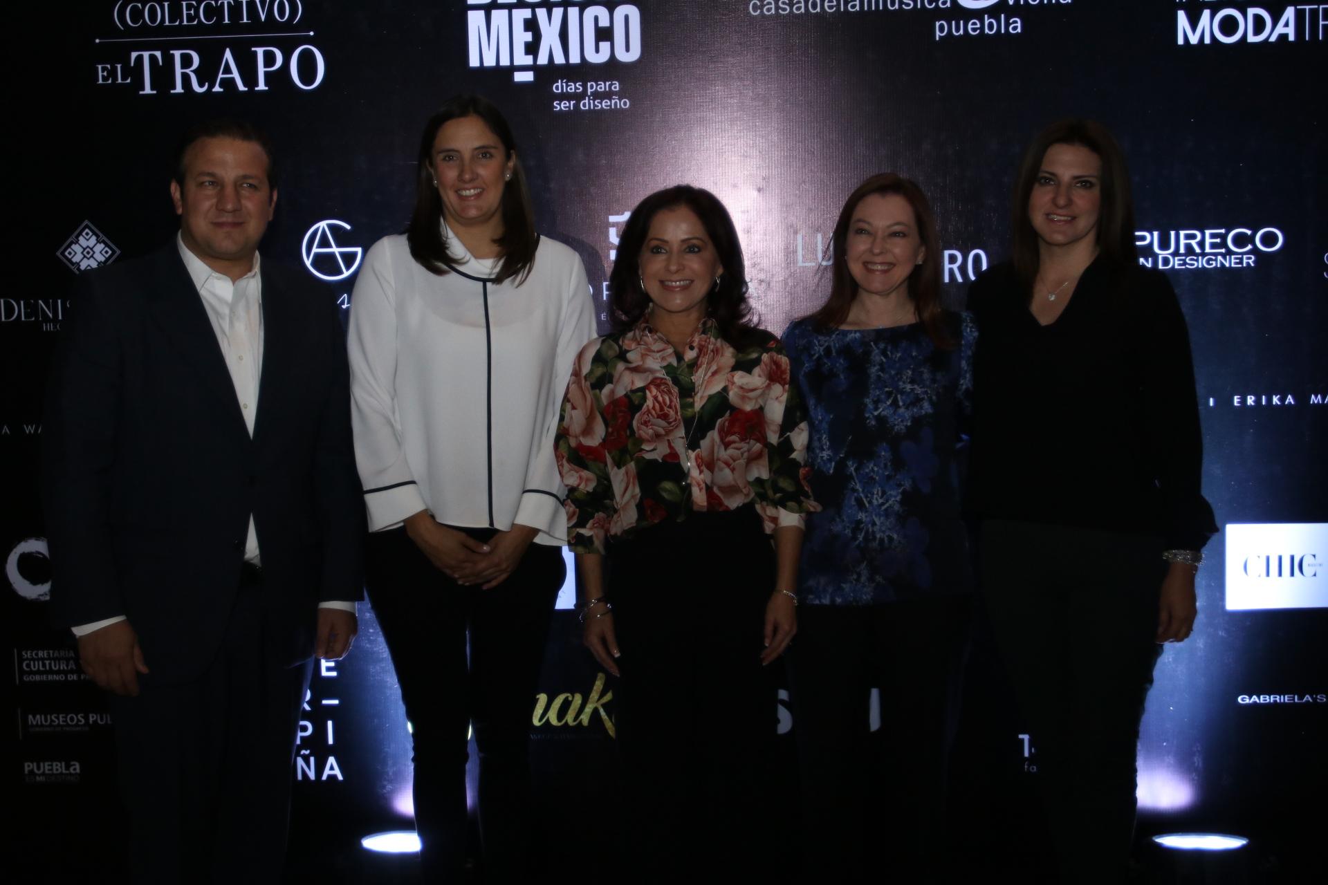 Dinorah López de Gali promueve  labor  de los artesanos poblanos