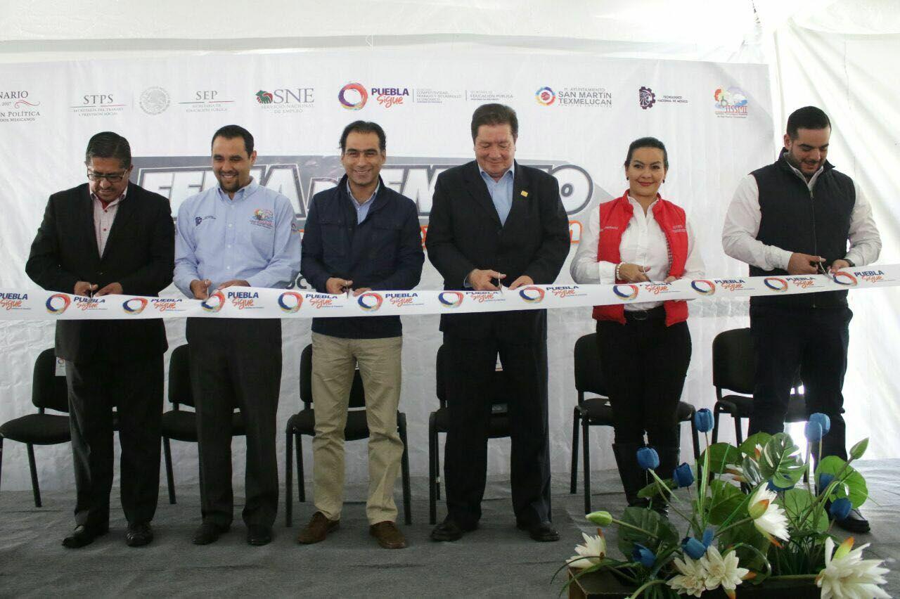 Realizan feria de empleo en San Martín Texmelucan