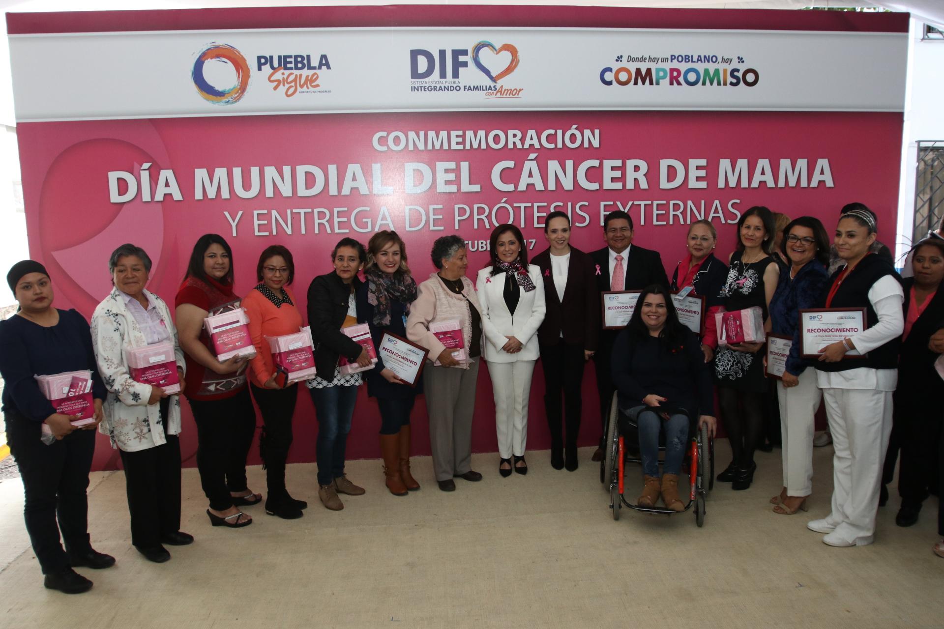 SMDIF entrega apoyos a mujeres afectadas por cáncer de mama