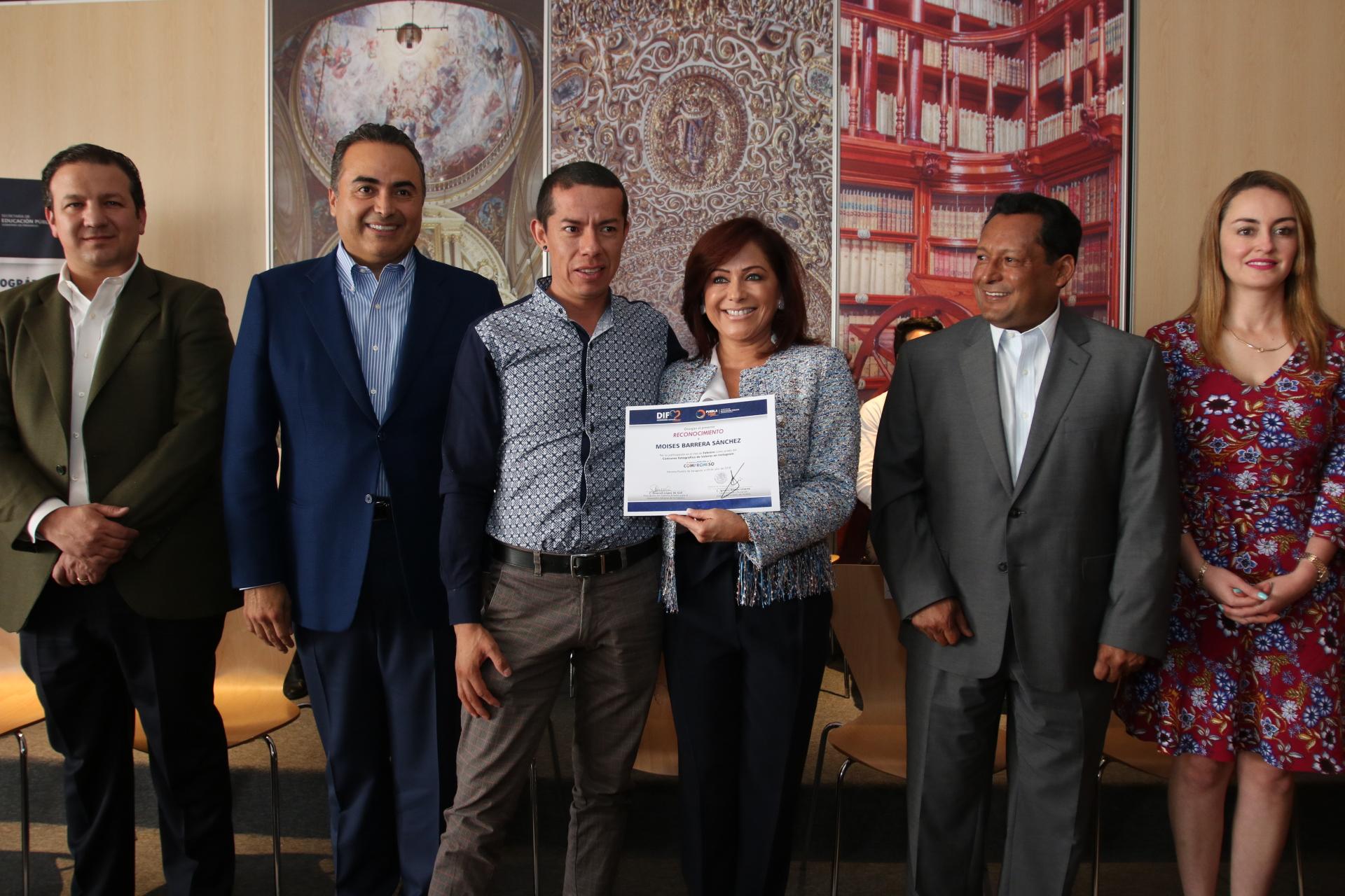 SEDIF premia a ganadores de concurso sobre valores en Instagram