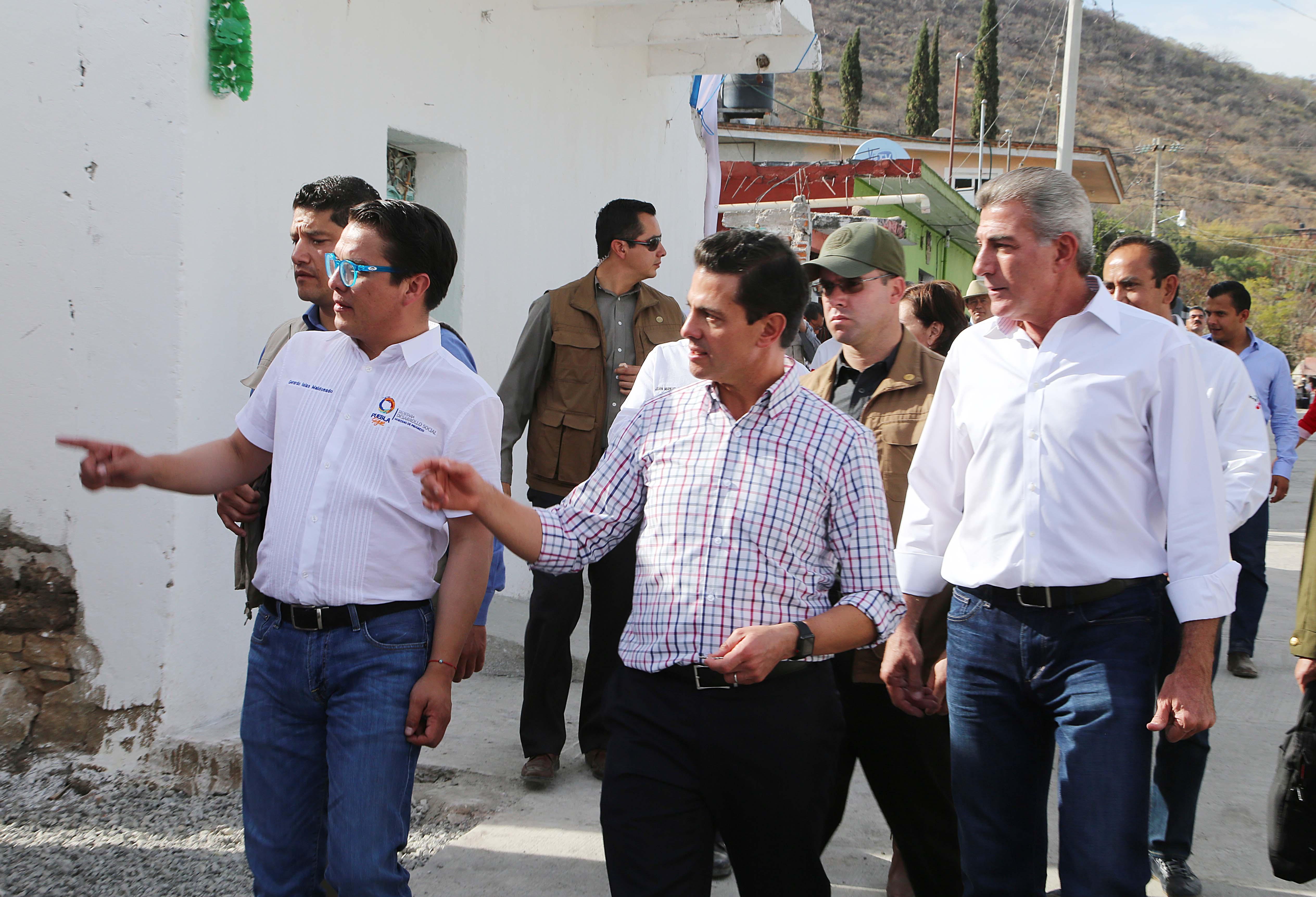 EPN y Gali entregan rehabilitación del Hospital General de Izúcar