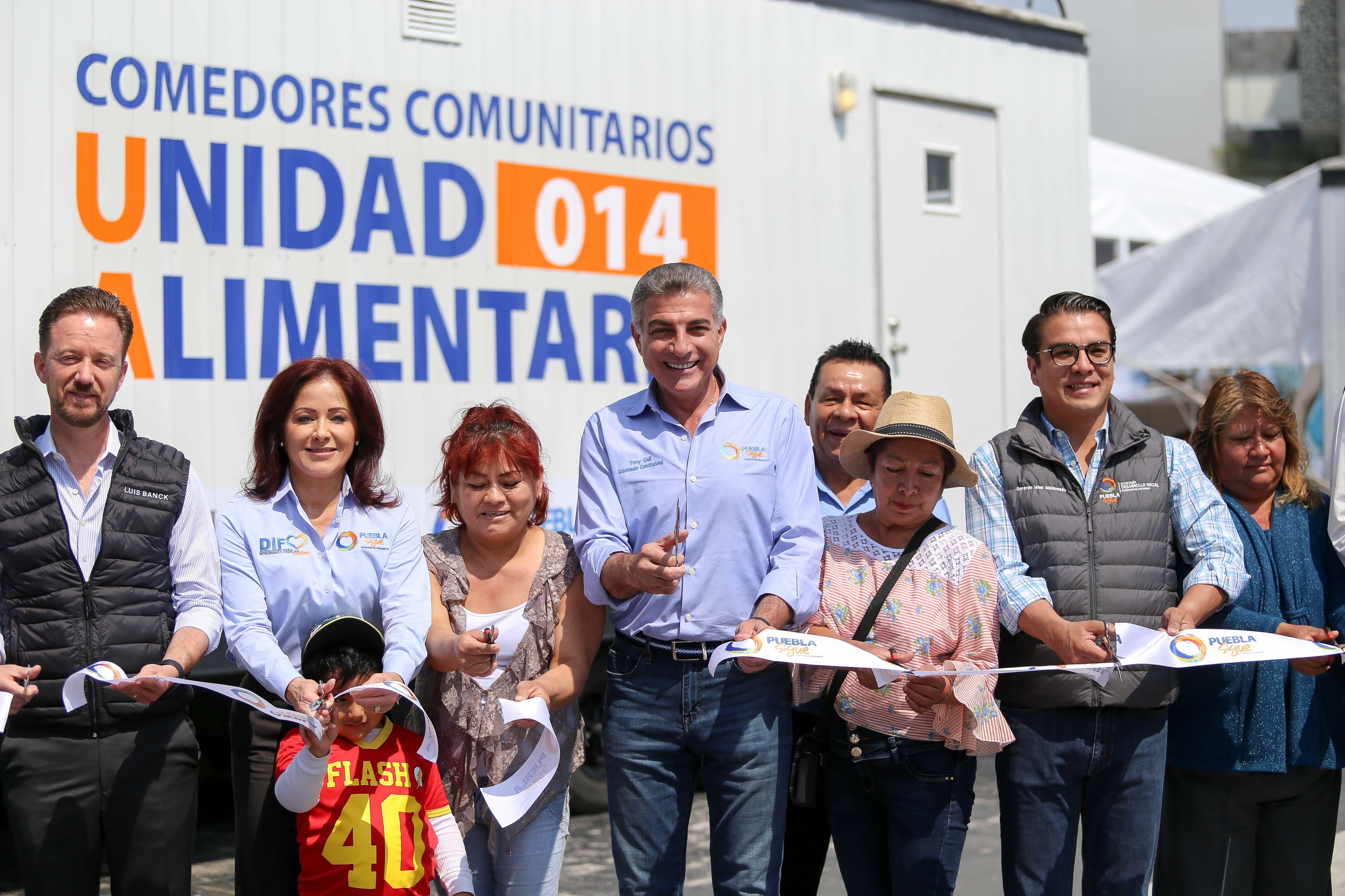 Dinorah López de Gali y Antonio Gali entregan comedores comunitarios