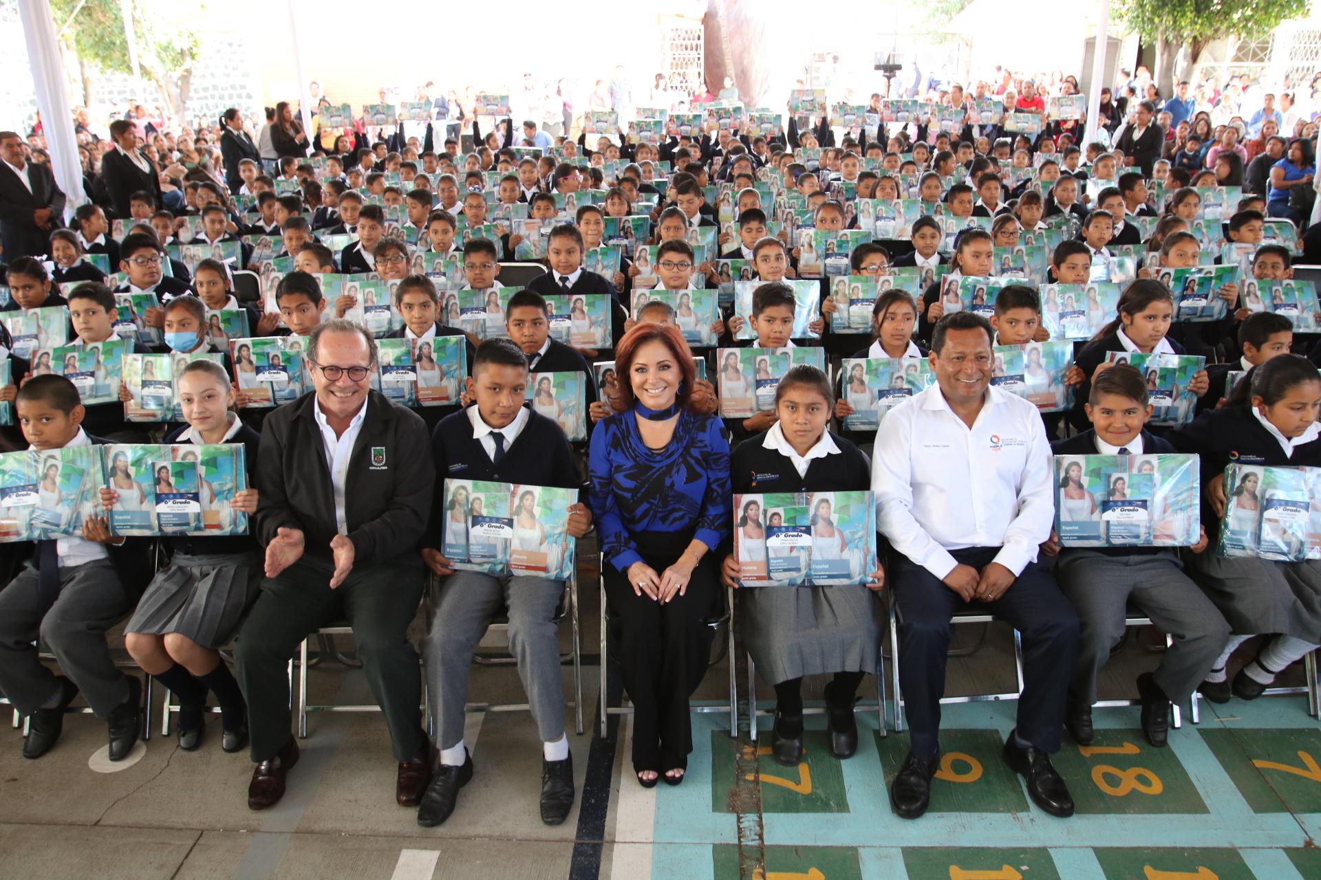 Titulares SEDIF y SEP dan banderazo a reparto de libros de texto gratuito