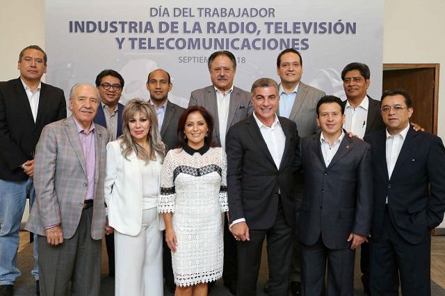 Gobernador Gali reconoce a trabajadores de la radio, TV y telecomunicaciones
