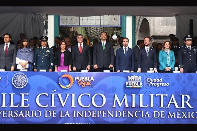 Encabeza Tony Gali ceremonia y desfile de la Independencia de México